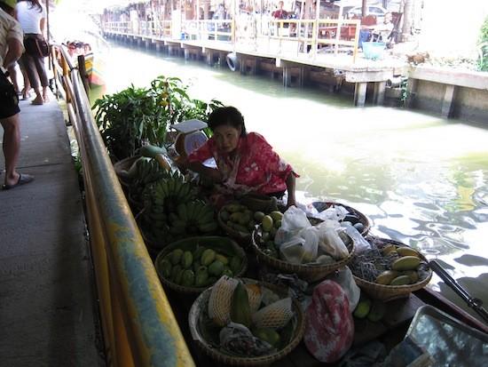 Khlong Lat Mayom yüzen çarşısı