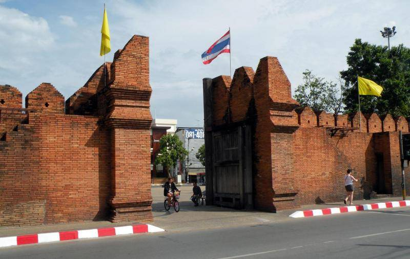 2918b-porte-thapae-gate